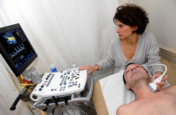 Для чего делают УЗИ сосудов шеи: что показывает процедура. Узи сонных артерий для чего назначают